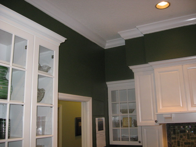 Crown Moulding / Soffit - Traditional - Kitchen - Tampa - by Master Carpentry & Repair