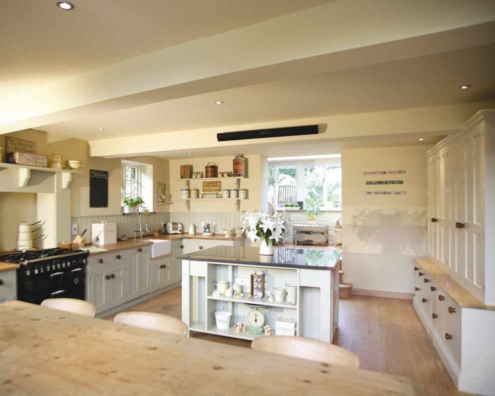 Crundale - Traditional - Kitchen - Kent - by Thoroughly Wood
