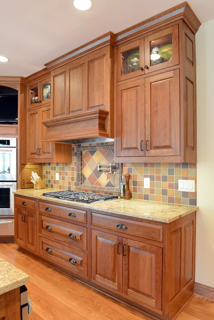 classic cherry kitchen cabinets cabinets classic traditional cherry kitchen 13598
