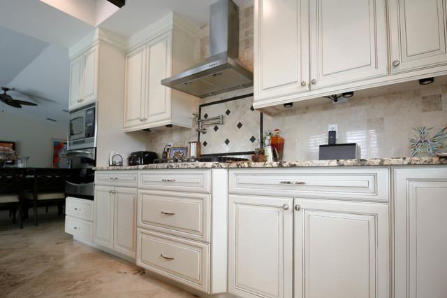 Cucina bella mediterranean kitchen miami by for Bella cucina kitchen cabinets