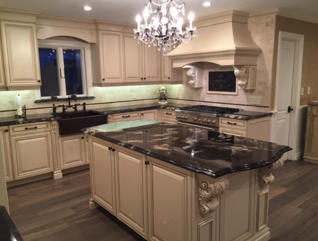 Cuisine classique / Traditional kitchen - Traditional ...