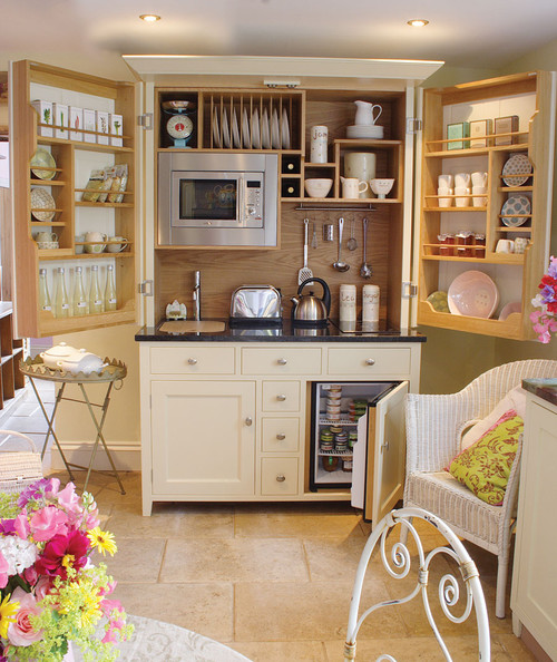 What does the kitchenette cabinet look lik