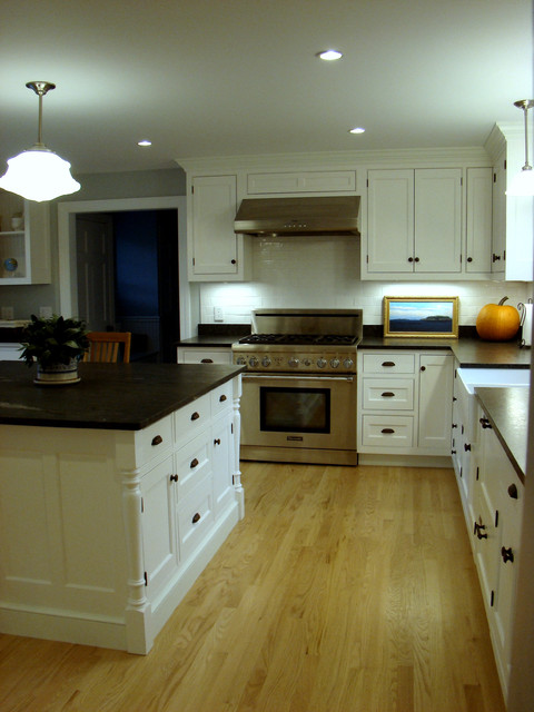 Cumberland Foreside Kitchen traditional-kitchen