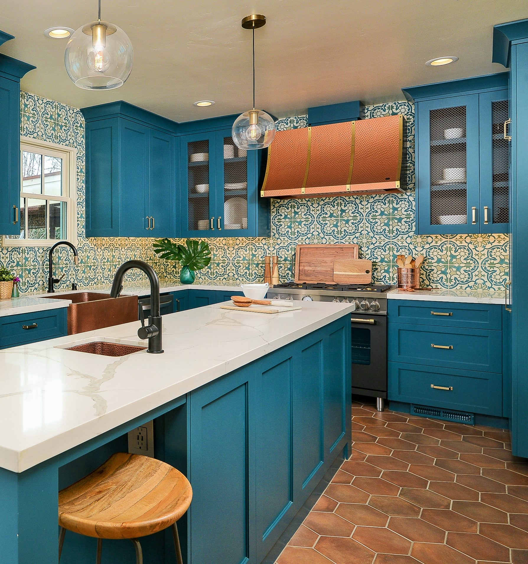 75 Beautiful Kitchen With Turquoise Cabinets Pictures Ideas October 2020 Houzz