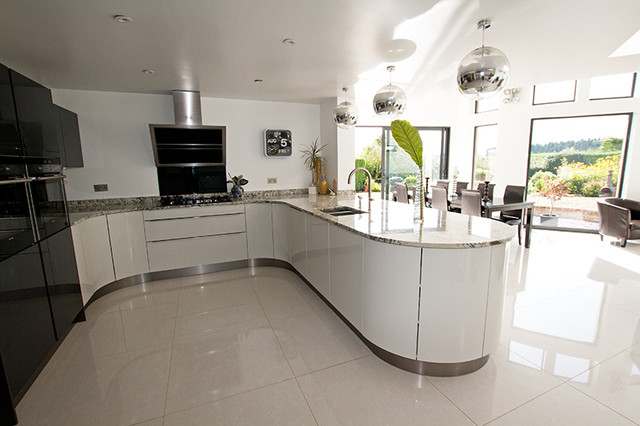 Curved kitchen by lwk kitchens london modern kitchen for Modern kitchen london