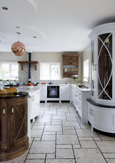 Curved Kitchen traditional-kitchen