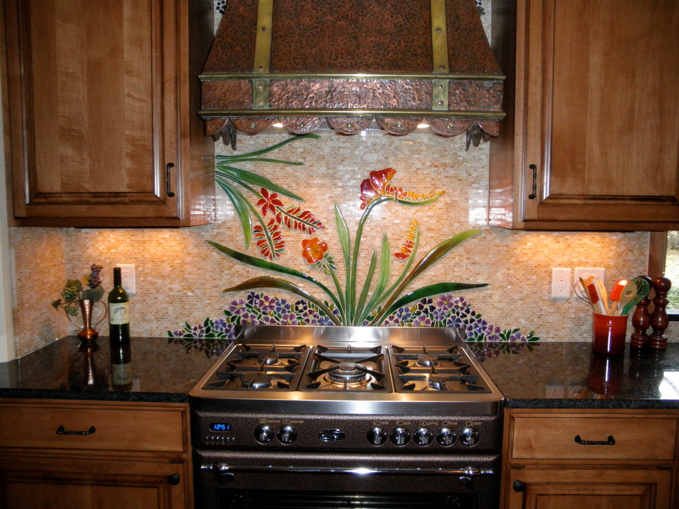 Inspiration for a timeless kitchen remodel in Milwaukee