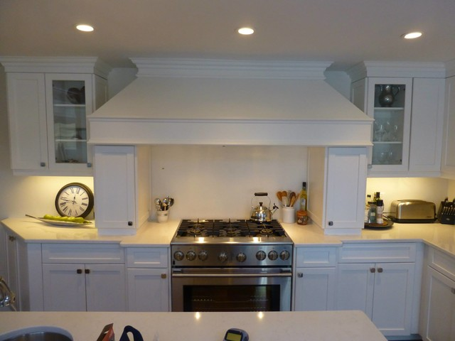 Kitchen - large transitional kitchen idea in Toronto