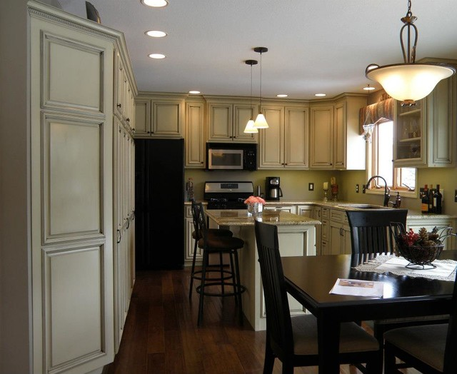 Custom Cabinetry contemporary-kitchen
