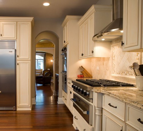 Off White Kitchen Cabinets With White Trim: Can You Tell Me What The Wall Colors/trim Are?