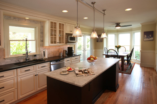 Custom Cabinetry beach-style-kitchen