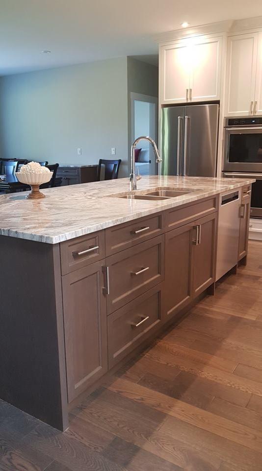 Custom Cabinets & Countertops