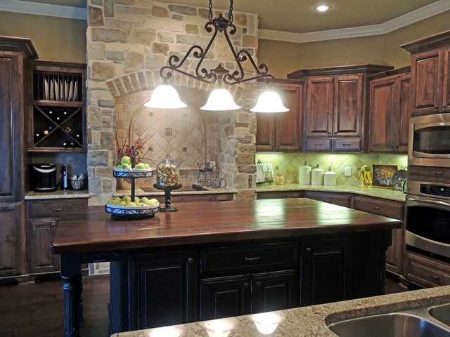 Custom home traditional-kitchen