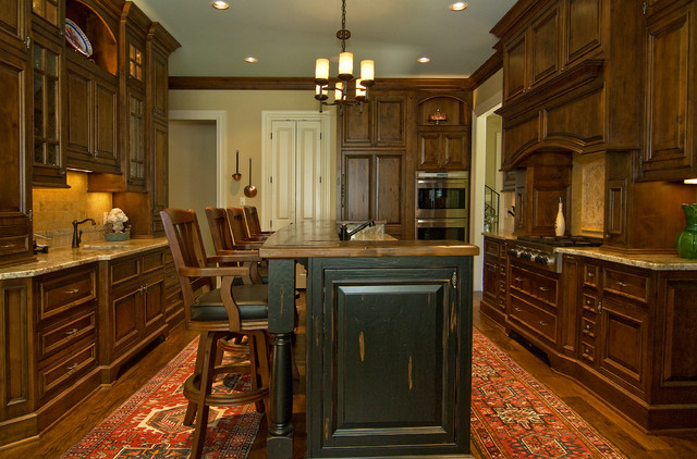 Custom Home by Rob Carpenter Construction: Golf Club Lane traditional-kitchen