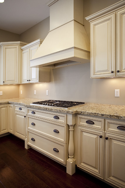Traditional Home Kitchen: Traditional