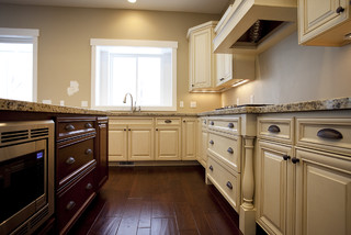 Custom home draper traditional kitchen salt lake for Candlelight kitchen cabinets