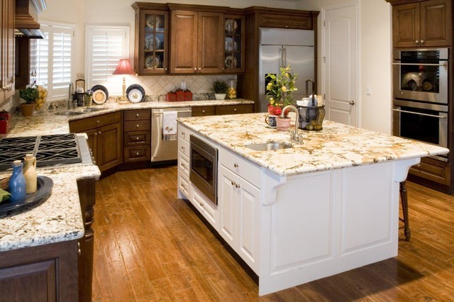 Custom Homes traditional kitchen