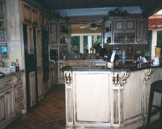 114 Traditional Kitchen Design Photos with Distressed Cabinets and