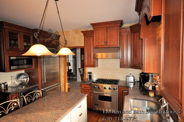Custom kitchen located in geneva il traditional for Bathroom remodeling stores chicago