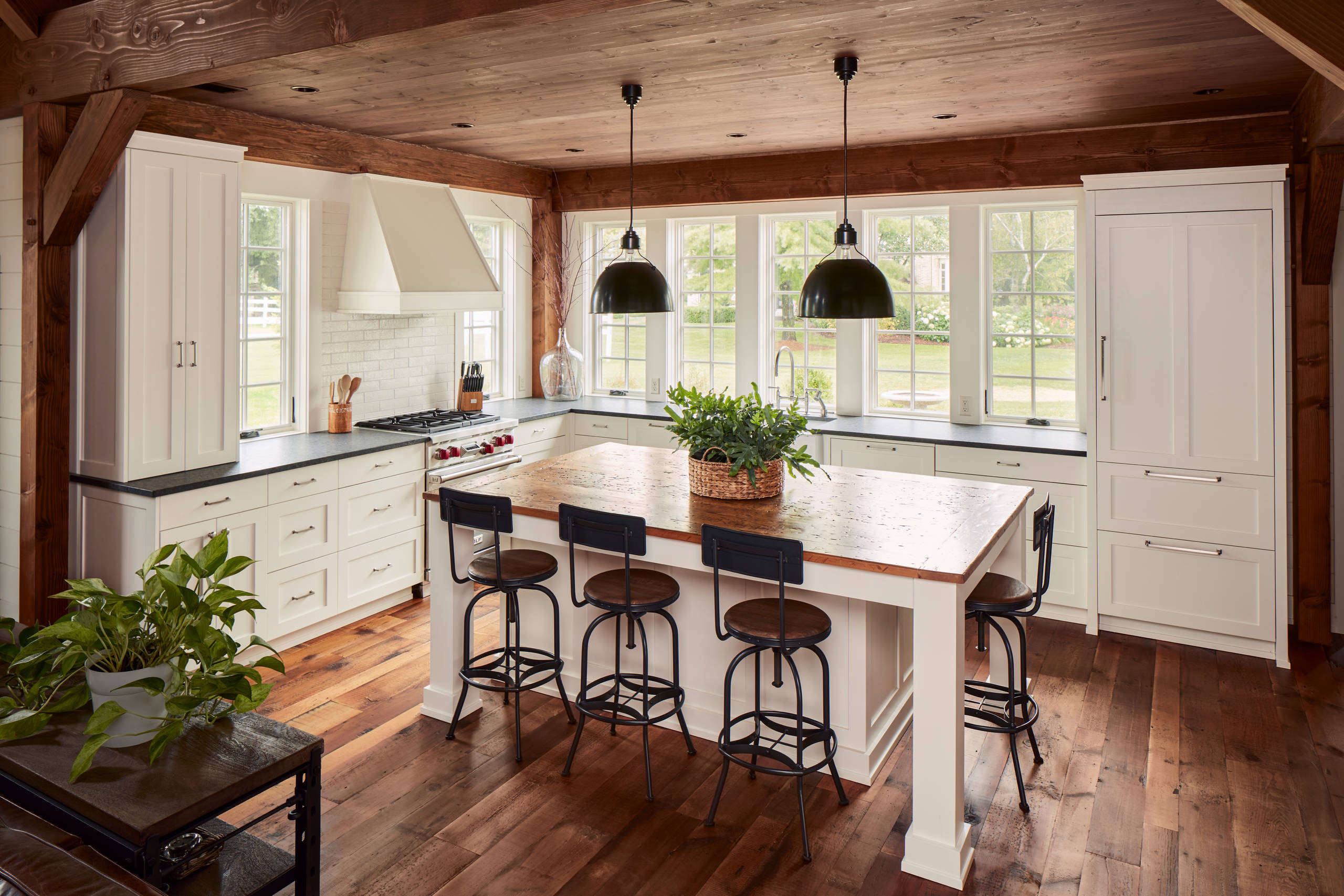 75 Beautiful Farmhouse Kitchen With Black Countertops Pictures Ideas December 2020 Houzz