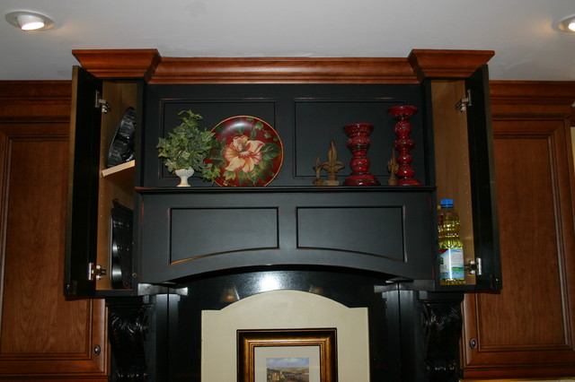 Custom Pieces traditional-kitchen