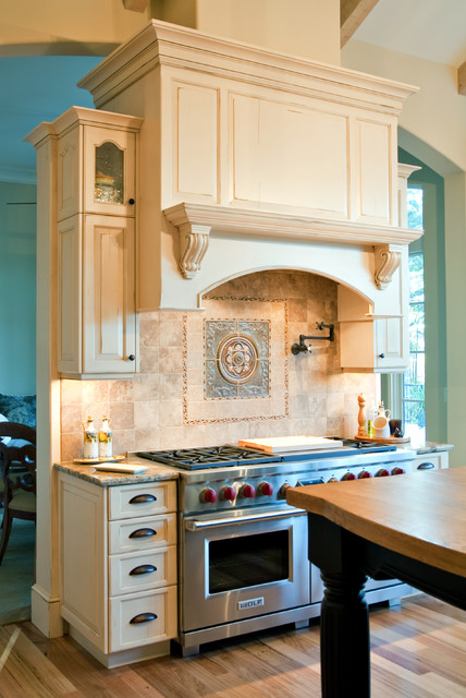 Custom Range Hood Cabinetry Traditional Kitchen