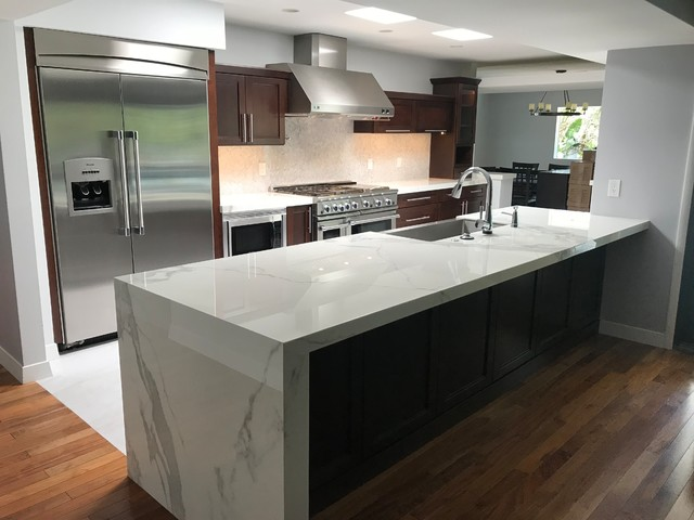 Example of a transitional kitchen design in Phoenix