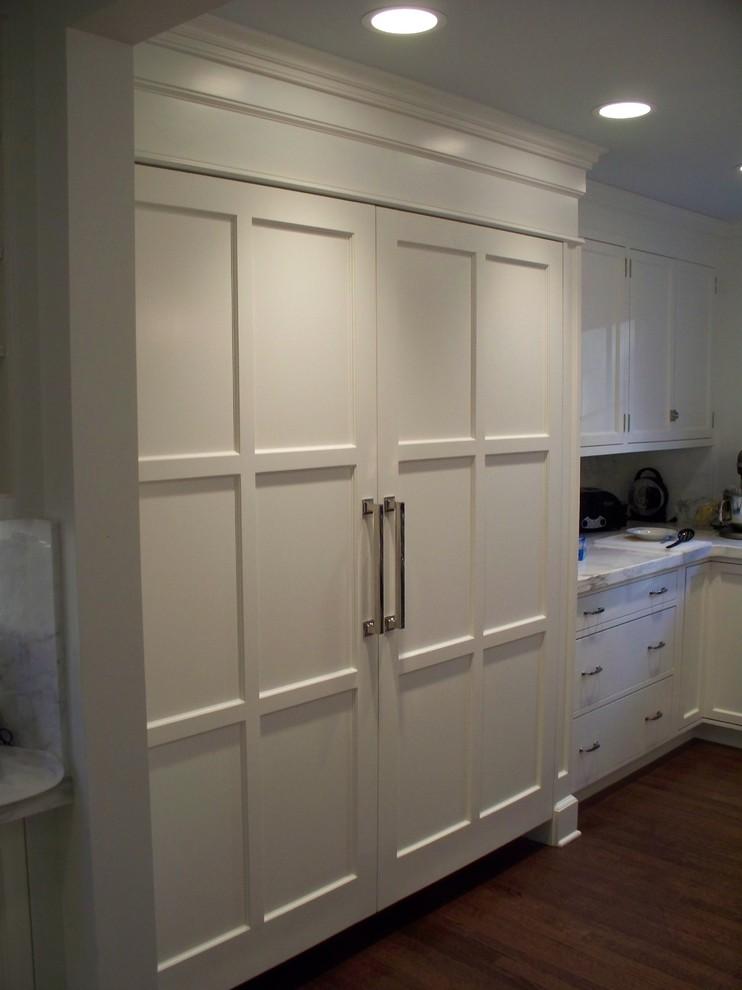 Kitchen - traditional kitchen idea in Philadelphia