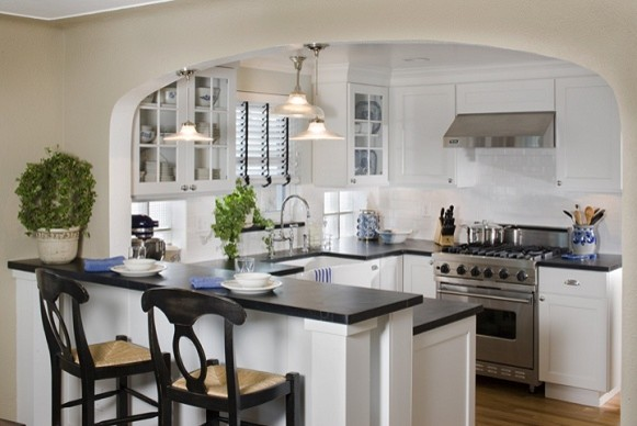 Cute white kitchen for Traditional white kitchens