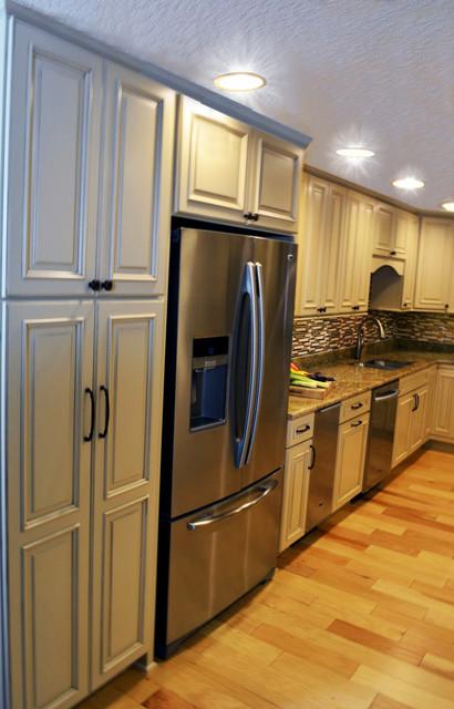 Cutesy quaint kitchen traditional kitchen other for Quaint kitchen designs