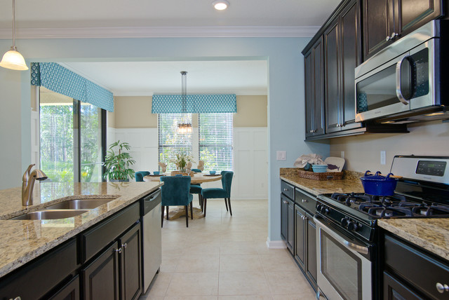Example of an arts and crafts kitchen design in Jacksonville