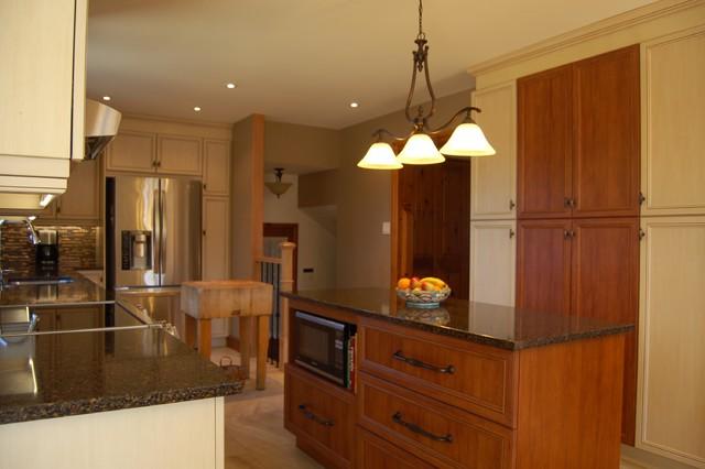 D'un classique... traditional-kitchen