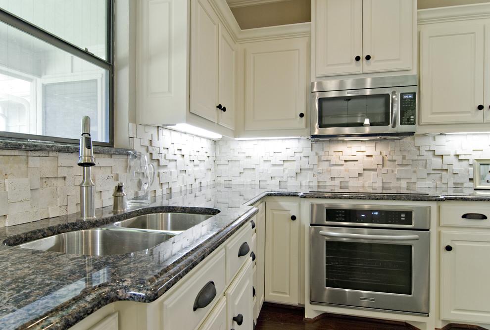Elegant kitchen photo in Dallas