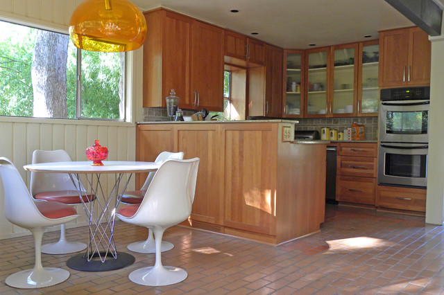 midcentury kitchen by Sarah Greenman