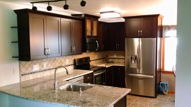 Ordinaire Dalton Cocoa Cabinets Transitional Kitchen