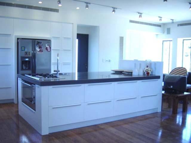 Dan and Hila Israelevitz contemporary-kitchen