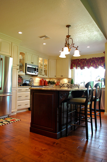 (D&SR) Kitchen and family remodel traditional-kitchen