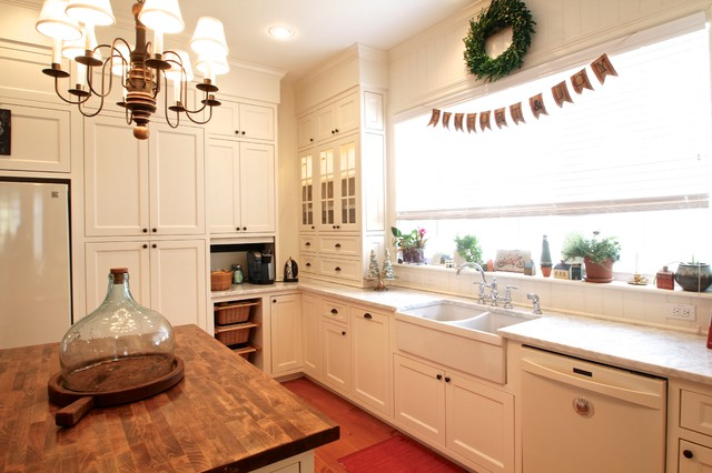 Example Of A Classic Kitchen Design In Dallas With Shaker Cabinets Double Bowl