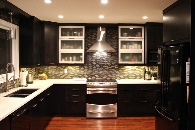 Dark Modern Kitchen