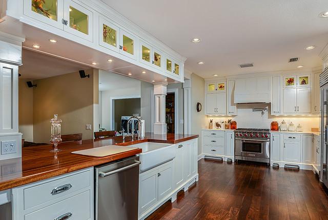 Davis island tampa fl kitchen traditional kitchen for Kitchen cabinets tampa