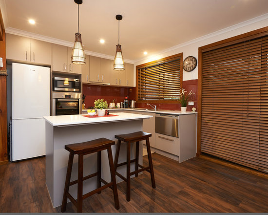 Small l shaped eat in kitchen design ideas remodels photos for Small eat in kitchen designs
