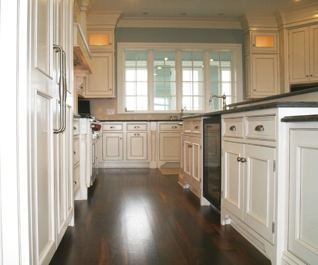 Deer Cliff traditional-kitchen