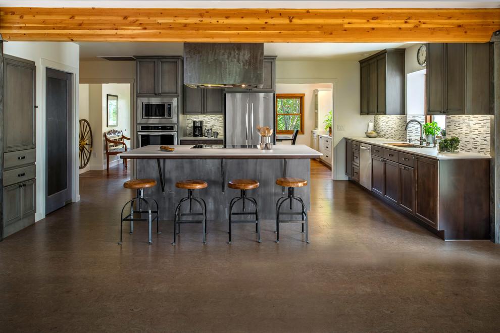 Kitchen - kitchen idea in Houston