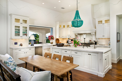 Choosing Chandeliers for a Traditional Kitchen