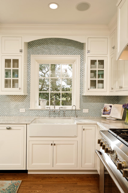 Deluxe in Alexandria traditional kitchen