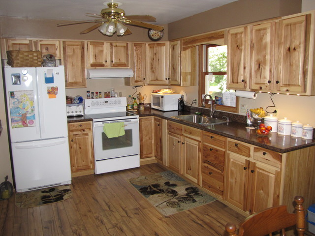 Denver hickory stock custer for Small straight line kitchen designs
