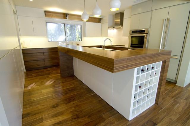 Design: Bradco Kitchens & Baths, Architect: Steven Guban contemporary-kitchen