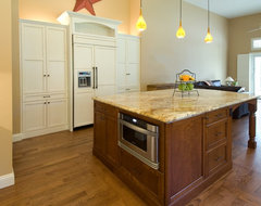 Design Savvy traditional kitchen