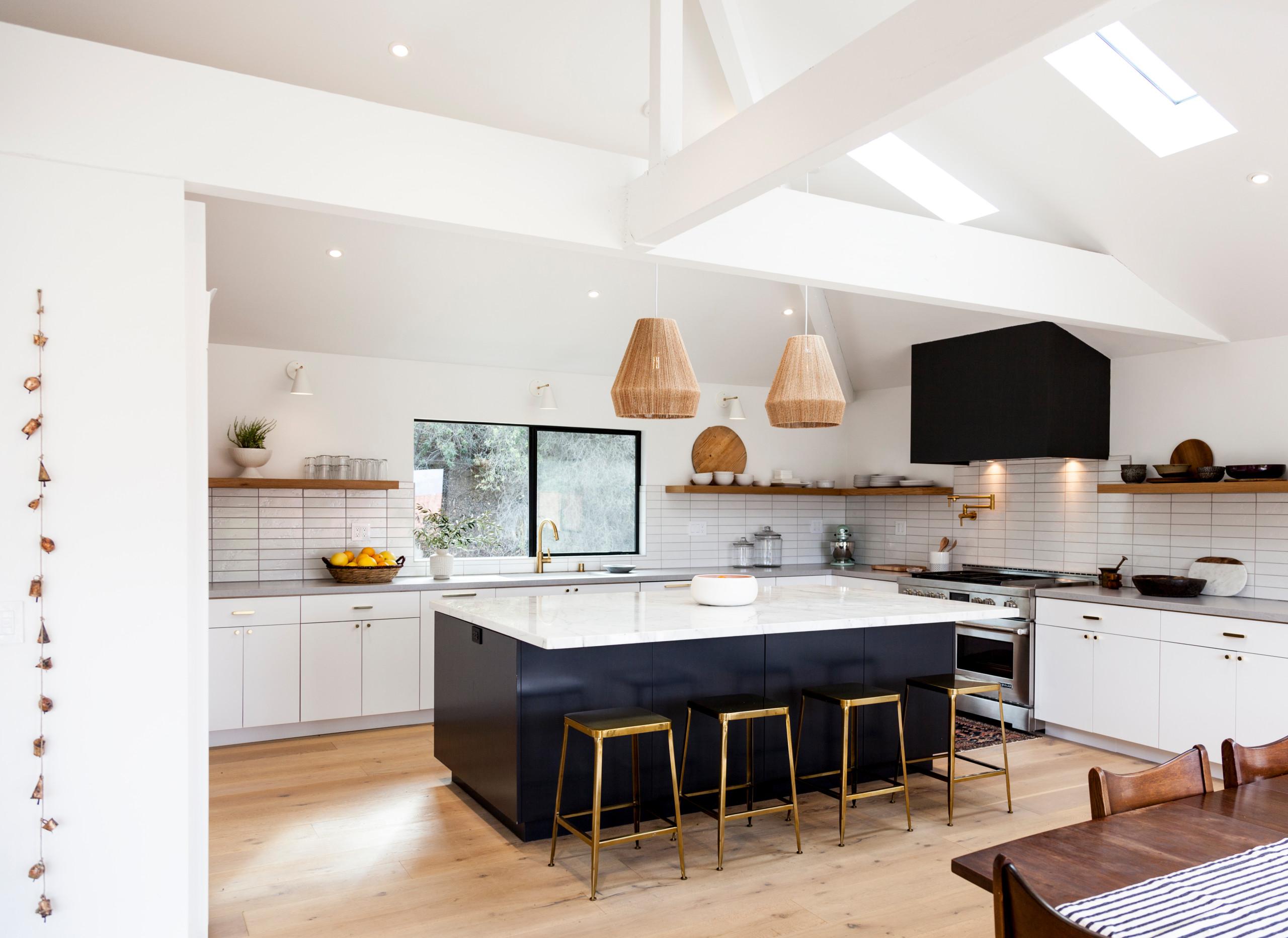 Cuisine avec un évier encastré et un plafond voûté : Photos et