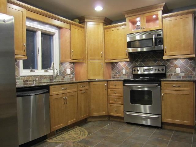 Diamond maple shaker cabinets traditional kitchen for Diamond kitchen cabinets